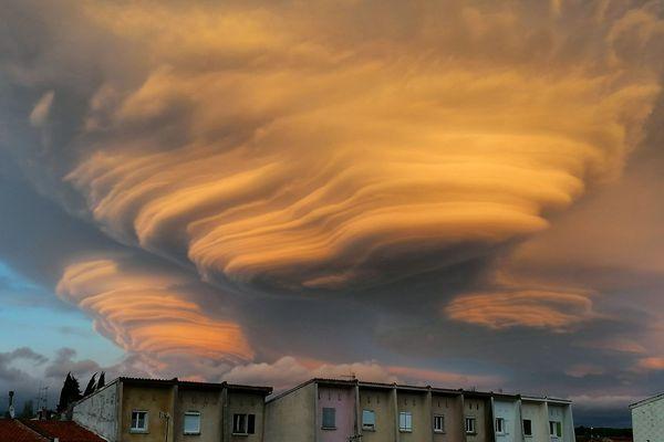 Un magnifique nuage lenticulaire immortalisé par Estelle Ducrocq, mardi 12 janvier 2021, à Villalier au nord-est de Carcassone dans l'Aude.