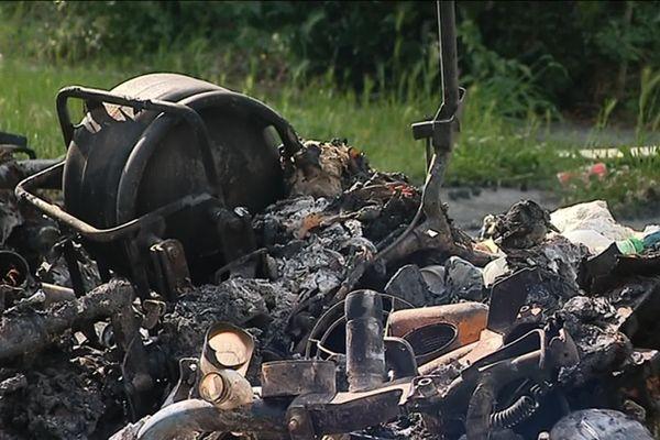 Appelés pour un feu de poubelle dans le quartier du Mirail à Toulouse, les pompiers ont découvert dans l'incendie une bouteille de gaz qui menaçait d'exploser.