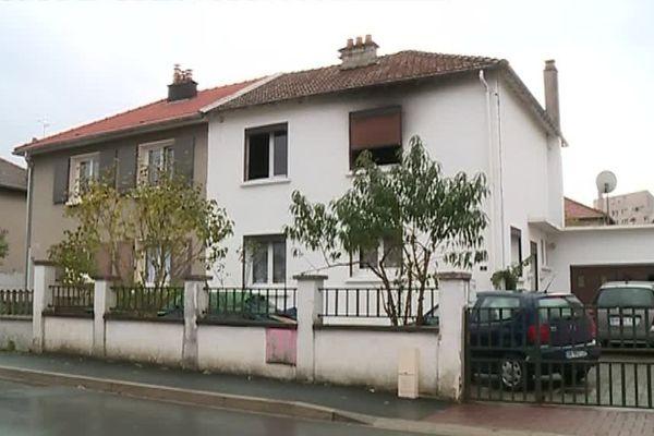Une femme s'est défenestrée pour échapper à un incendie, rue Jean de la Fontaine, à Charleville-Mézières, samedi 21 octobre.