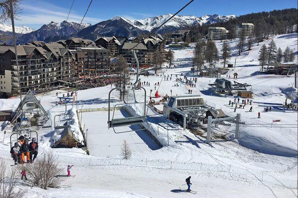 """""""Comment expliquer que l'on puisse aller dans une salle de cinéma à Paris mais pas dans une station de ski au grand air ?"""", interrogent les signataires de la tribune."""