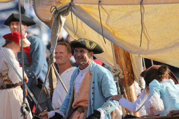 Les costumes portés par les marins de l'Hermione font partie du succès de la frégate auprès des visiteurs
