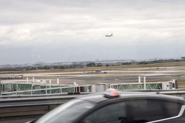 Un taxi roulant à proximité de l'aéroport Roissy-Charles-de-Gaulle (illustration).