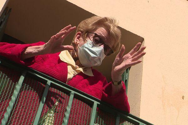 Jocelyne, prudente à plus de 80 ans, s'est confinée avant l'heure dans son appartement du centre ville.
