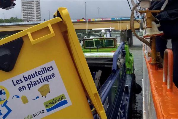 Rouen le 7 juin 2019- Collecte de déchets à bord du Sedov