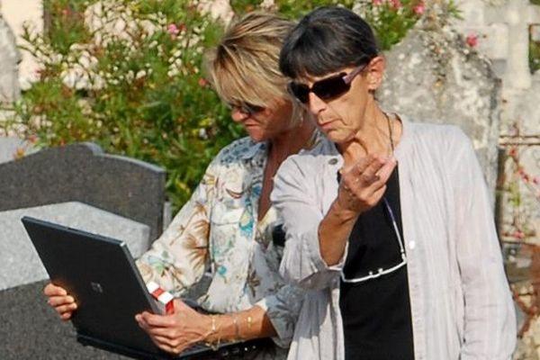 Brigitte Compétissa (à droite) en 2010.
