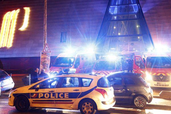 Le 13 février 2016, quatre individus armés faisaient irruption dans le casino d'Aix-en-Provence créant la panique parmi les clients présents.  Ils prenaient la fuite avec des dizaines de milliers d'euros.