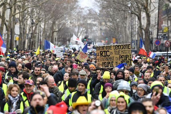 Plusieurs milliers de gilets jaunes se sont rassemblés à Paris pour la 11e journée du mouvement, ce samedi 26 janvier.