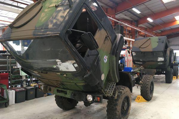 Ces camions doivent être maintenus en condition opérationnelle, ce sera possible après passage entre les mains des mécaniciens poids lourds d'Arquus Saint-Nazaire