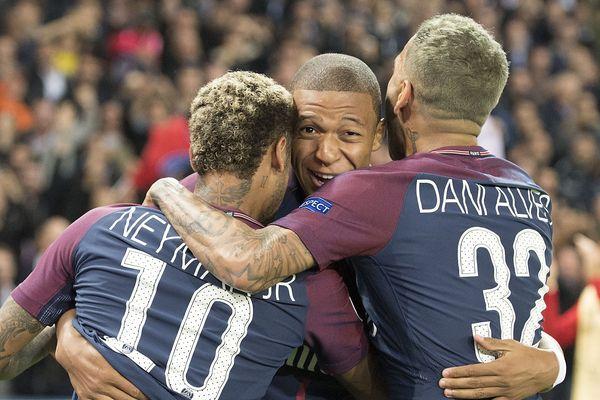 Neymar, Kylian Mbappé, Dani Alvès, du Paris-Saint-Germain, le 27 septembre 2017.
