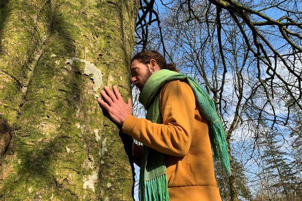 """""""Je remercie les arbres tous les jours """" dit Erwan Cavarec qui comprend leur langage"""