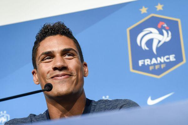 Raphaël Varane en conférence de presse avant la rencontre amicale France-Bolivie.