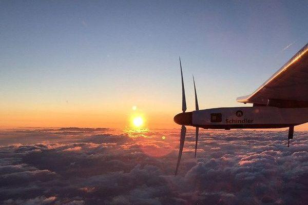 Solar Impulse 2 volait lundi en direction de Hawaï, au-dessus du Pacifique, après avoir décollé en catimini du Japon où il était bloqué par la météo depuis près d'un mois