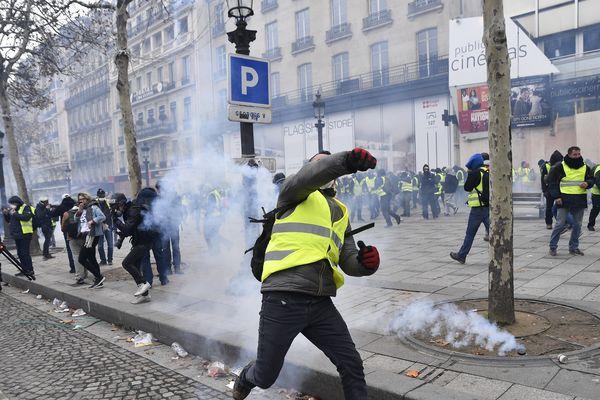 """""""L'acte 4"""" des manifestations des gilets jaunes, le samedi 8 décembre 2018, à Paris."""
