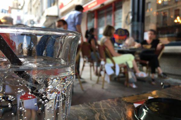 Le centre-ville de Limoges a été investi par les riverains qui ont souhaité profiter des réouvertures, du couvre-feu retardé et du beau temps, mercredi 9 juin 2021.