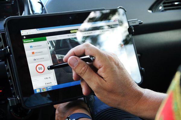 Les radars embarqués dans des véhicules banalisés sont particulièrement efficaces pour déceler les excès de vitesse.