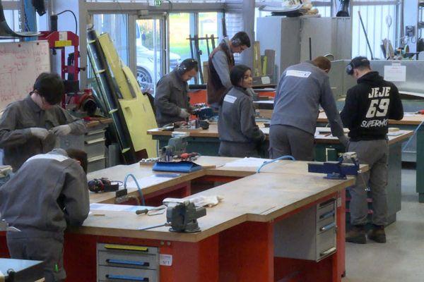 Bientôt sur le marché du travail, les jeunes sont les premières victimes de la morosité du contexte économique actuel.