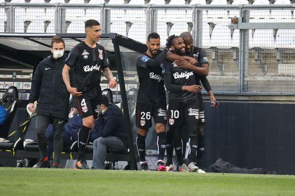 Amiens-Guingamp (0-3) : Youssouf M'Changama s'est offert ses deux premiers buts de la saison et permet ainsi à l'EAG de faire un grand pas vers le maintien.