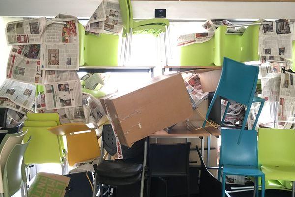 Situation bloquée à la fac de Lettres de Limoges, tout comme l'entée du bâtiment (25 avril 2018)