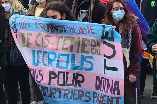 Plusieurs dizaines d'étudiants ont répondu à l'appel des syndicats à Montpellier suite au suicide de Doona, étudiante transgenre