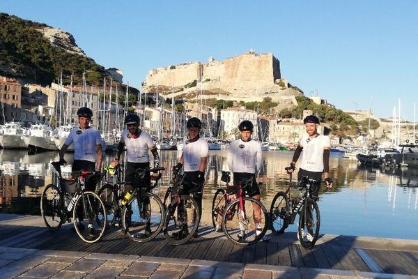Il aura fallu 35 heures et 32 minutes à ces cyclistes aguerris pour traverser la Corse du Nord au Sud.