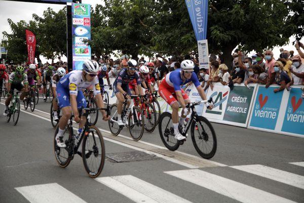 Arnaud Démare remporte la première étape du Tour Poitou-Charentes ce jeudi 27 août.