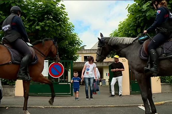 La brigade équestre féminine de Tarbes