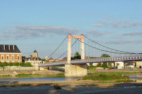 Cosne-Cours-sur-Loire, ville d'environ 11 000 habitants, est située dans la Nièvre