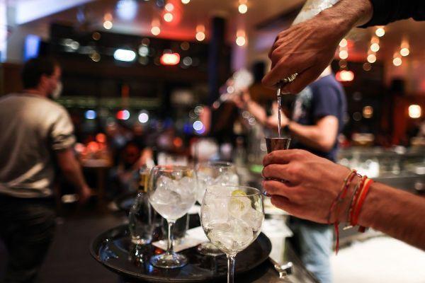 Les bars de Clermont-Ferrand devront fermer leurs portes à 22 heures suite au passage en alerte renforcée COVID 19 à compter du samedi 10 octobre.