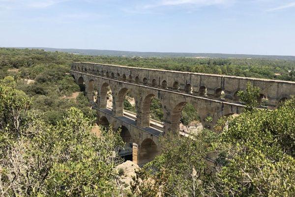 Le Pont du Gard a été construit il y a 2000 ans, imaginé pour acheminer l'eau des sources de l'Eure, près d'Uzès, jusqu'à Nîmes.