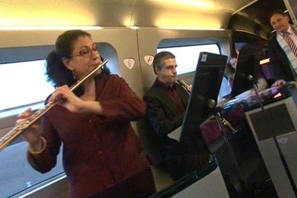 Une pause musicale inédite dans le TGV Metz-Paris le 18 novembre 2013.