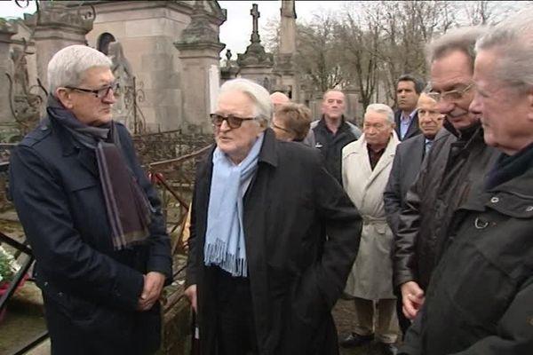 Roland Dumas, Emile-Roger Lombertie et Alain Rodet samedi 26 mars 2016 au cimetière de Louyat à Limoges devant le caveau familial des Dumas