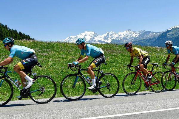 L'australien Richie Porte vêtu du maillot jaune du leader, lors de la 8e étape du Critérium du Dauphiné 2017 entre Albertville et le Plateau de Solaison à Brison