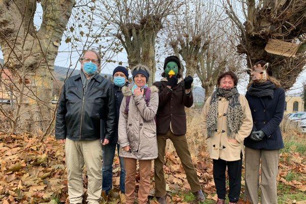 """""""Pour les arbres"""" c'est le nom d'un collectif qui s'oppose à la destruction des platanes et des marronniers."""