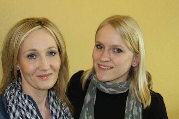 En 2011, Stéphanie Fischer, assistante du maire de Brumath, a participé au documentaire de la BBC sur l'ascendance alsacienne de J.K. Rowling, l'autrice de Harry Potter. Elle a pu se faire photographier avec elle... et il y a un air de ressemblance.