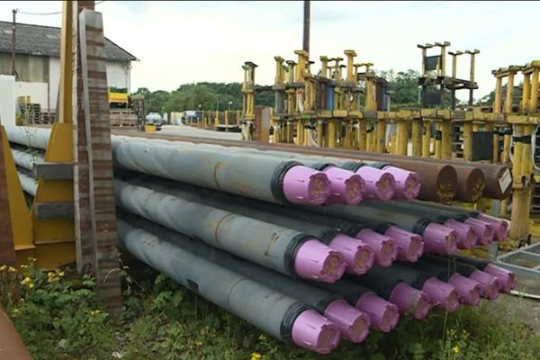 Les tubes de forage, stockés sur le site d'Altifort