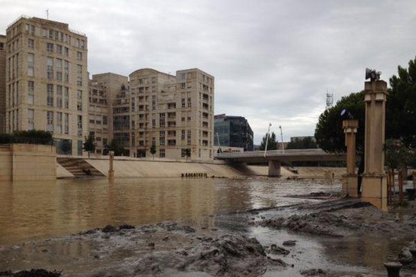 Le Lez à Montpellier devant l'hôtel de Région le lendemain des inondations (matin du 30 septembre 2014)