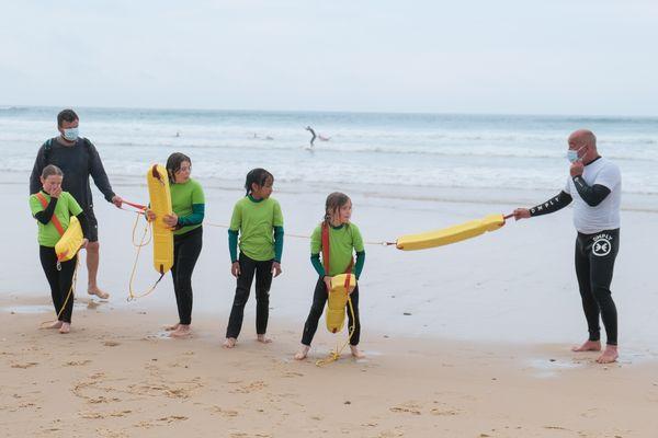 Entraînements au risque de noyade avec les enfants des écoles de Lacanau en Gironde