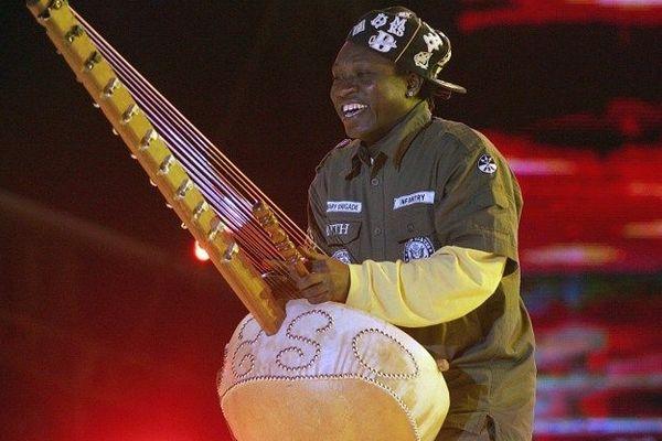 La kora ici entre les mains d'un musicien du Sénégal
