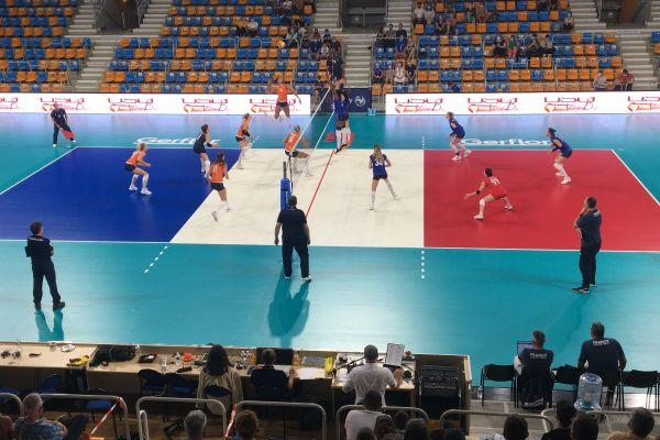 La France affronte les Pays-Bas en match amical à Orléans, dans le cadre de leur stage de préparation à l'Euro de volley 2021.