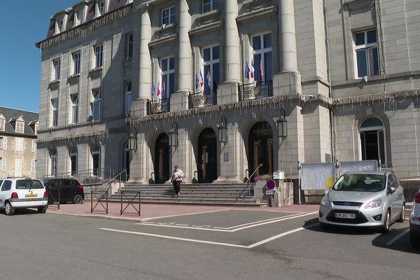 A la mairie de Guéret, il manque encore de nombreux assesseurs pour dimanche.