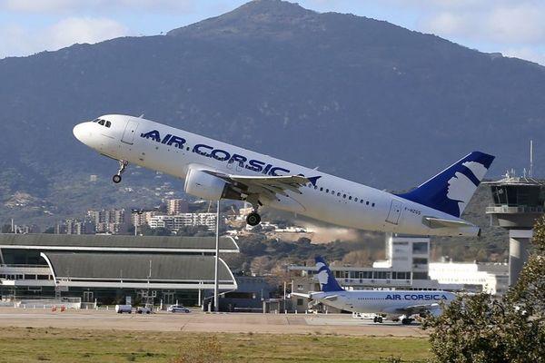 L'association de défense des consommateurs met en demeure Air Corsica et 56 autres compagnies aériennes.