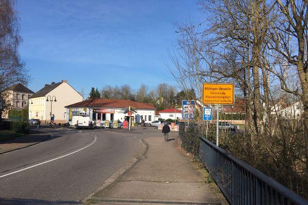 Le pont qui relie Sarreguemines en Moselle à Kleinblittersdorf en Sarre