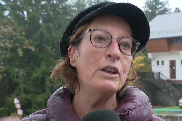 Une habitante du village du Châtelard dans les Bauges, le 23 octobre 2020.