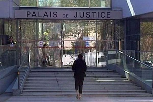 Narbonne (Aude) - le palais de justice - avril 2014.