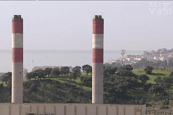 Les panneaux solaires, pour l'instant discrets en Corse, sont une alternative aux centrales électriques (Ici le Vazzio, à Ajaccio).