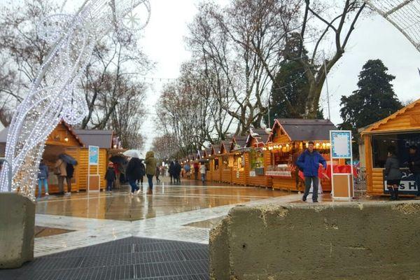 Le marché de Noël de Montpellier, très calme ce mardi matin.