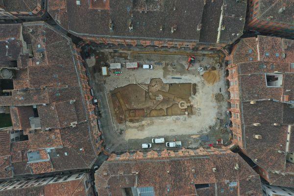 Photo prise par drone des fouilles archéologiques réalisées au coeur de la cité de Montauban