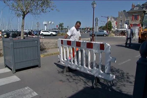 Des barrières de sécurité mises en place à Piriac-sur-Mer (Loire-Atlantique), avant les festivités du 15 août.
