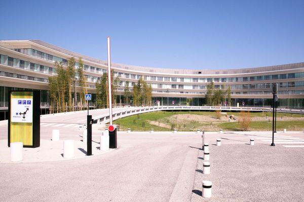 Les médecins de l'institut universitaire du cancer de Toulouse Oncopole appellent leurs patients à poursuivre les soins malgré le confinement.