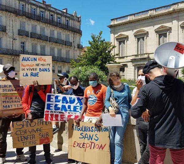 Les manifestants s'étaient donnés rendez-vous devant la préfecture de Montpellier pour réclamer la régularisation de tous les sans-papiers.
